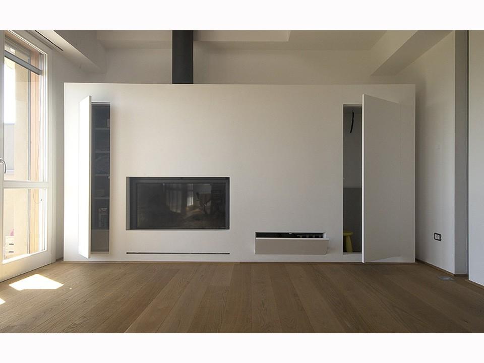Ricomporre gli spazi con sistemi raso parete oltre le porte for Parete in cartongesso con porta