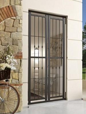 Sicurezza per porte e finestre grate piquadro oltre le porte - Modelli di grate per finestre ...