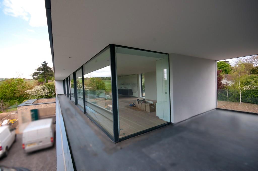 design moderno per le finestre di panoramah oltre le porte
