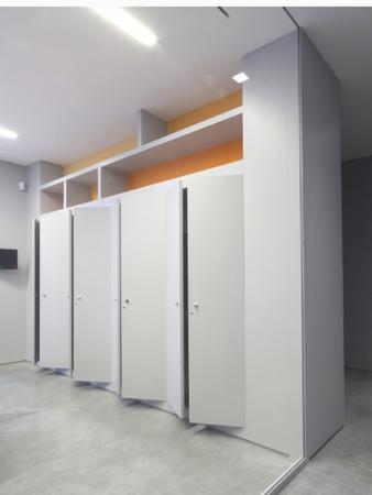 Cabina armadio oltre le porte - Porte per armadio a muro ...